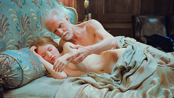Emily Browning desnuda en Sleeping Beauty